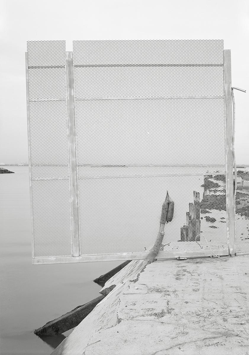 Lukas Hoffmann, Bush Terminal Park I, Brooklyn, 2016, gelatin silver print, 88.5 x 60.5 cm